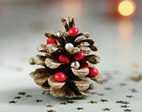 """""""Petits bricolages de Noël"""" - Supplément pour les parents au n° 598 de Pomme d'Api, décembre 2015 - Conception, réalisation et photos : Raphaële Vidaling."""