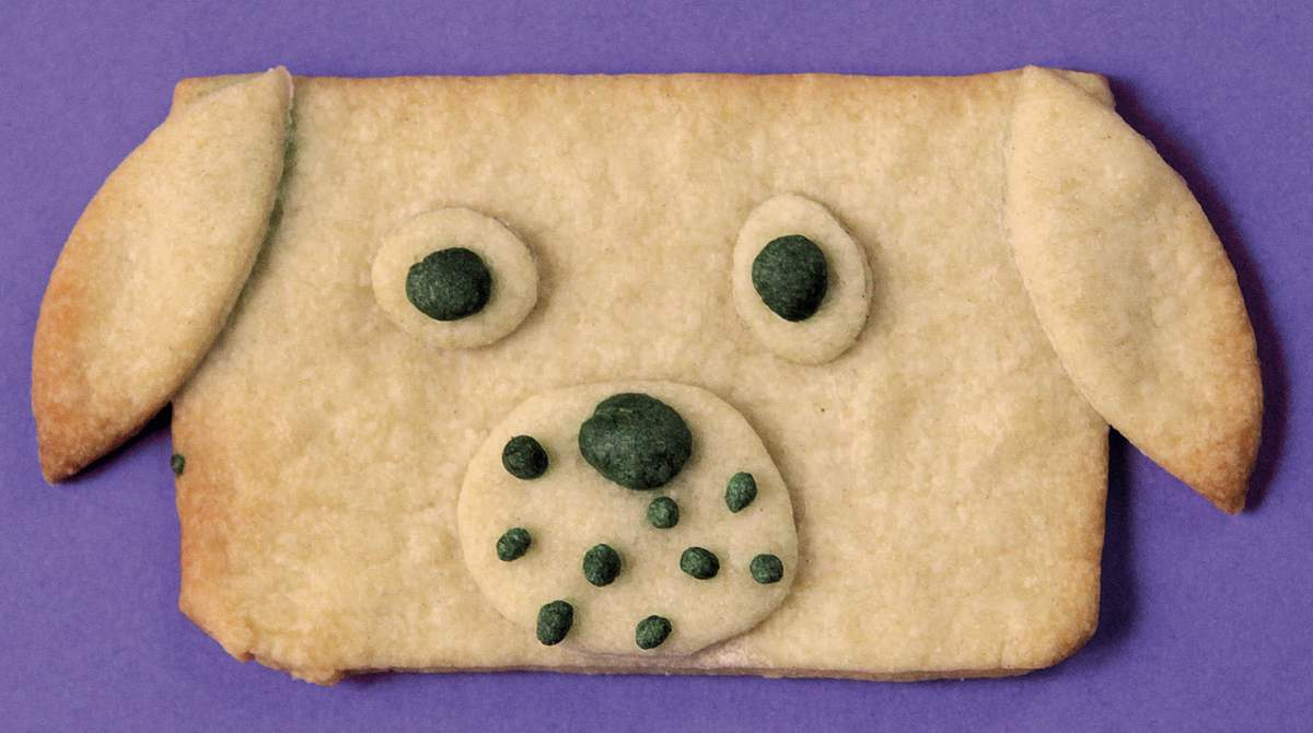 """Recette de goûter : """"Les biscuits de wouf"""" - Reprise de """"Des biscuits de wouf !"""", supplément pour les parents du magazine Pomme d'Api, septembre 2017. Conception, réalisation et photo : Anne Chiumino."""